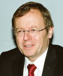 New ESA Chief Briefs Media, Hails Galileo Progress