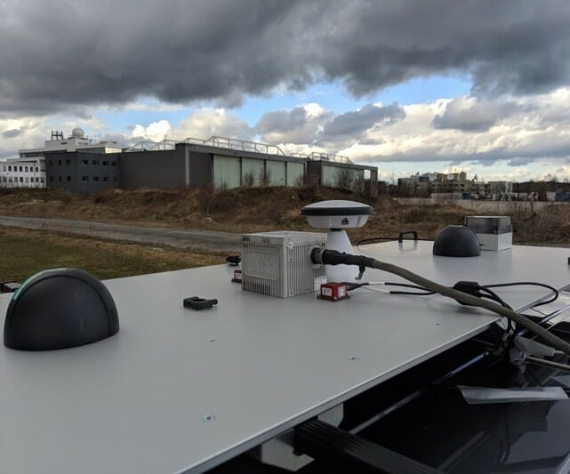 Antennas_on_vehicle_roof