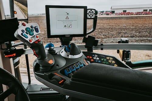 Hexagon_AP_NovAtel_Autonomoustuff_Tractor_Inside-View_4